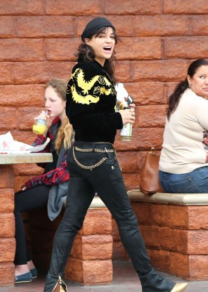 Michelle Rodriguez in Jeans -14