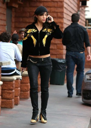 Michelle Rodriguez in Jeans -21