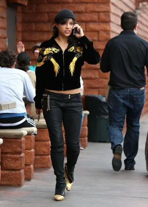 Michelle Rodriguez in Jeans -27