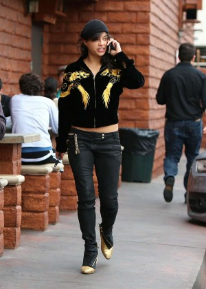 Michelle Rodriguez in Jeans -28