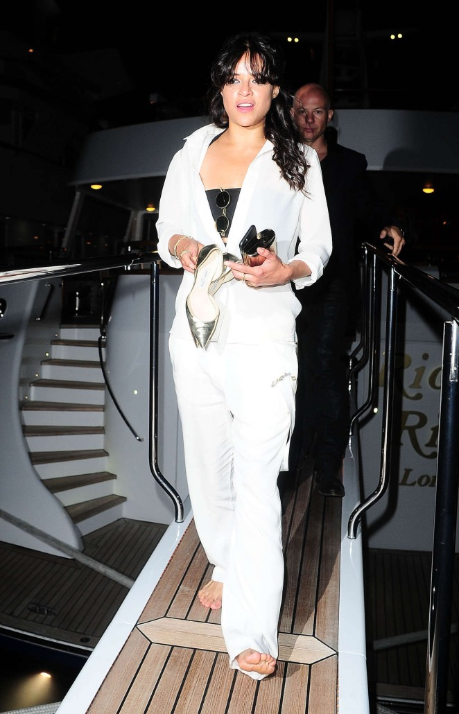 Michelle Rodriguez in White out in Cannes