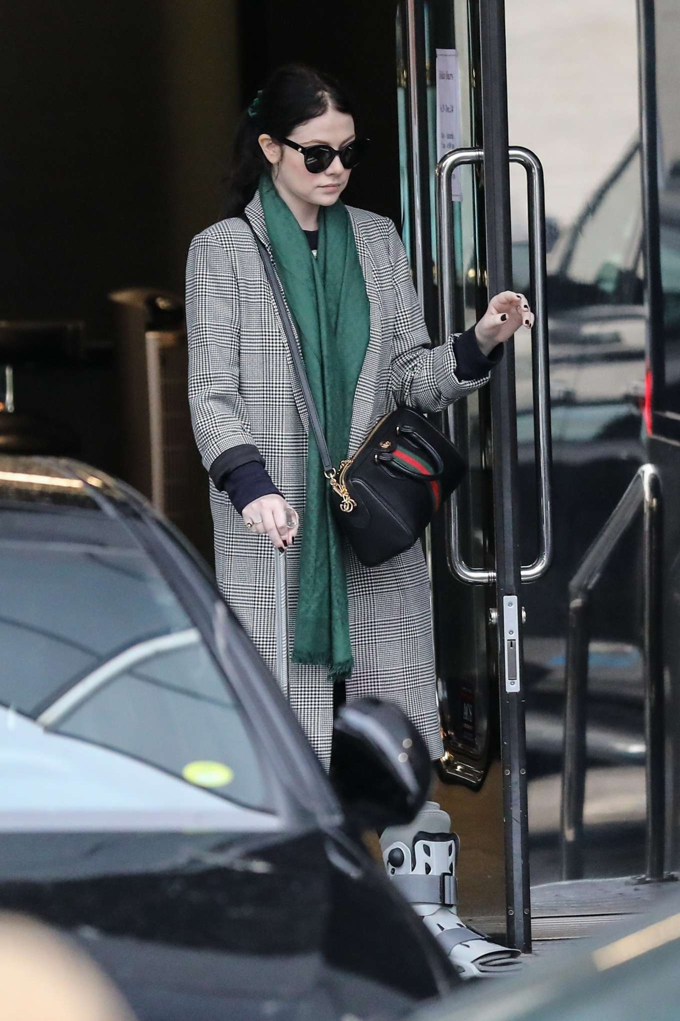 Michelle Trachtenberg 2019 : Michelle Trachtenberg in Long Coat – Christmas Shopping in Beverly Hills-05