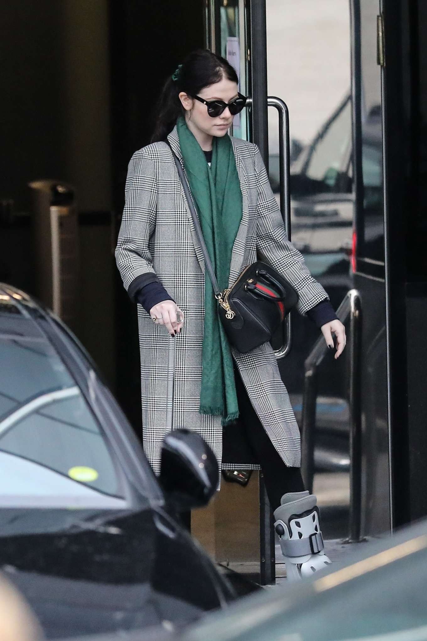 Michelle Trachtenberg 2019 : Michelle Trachtenberg in Long Coat – Christmas Shopping in Beverly Hills-16
