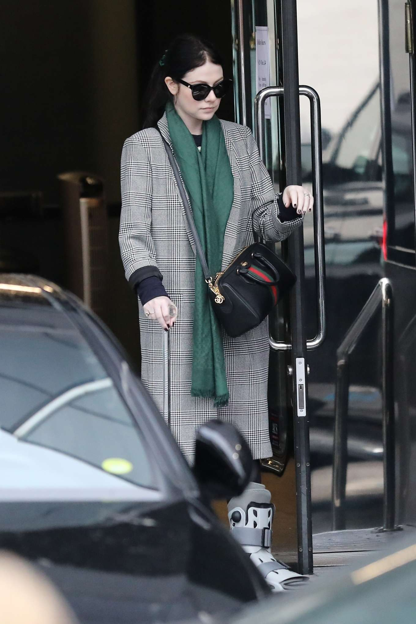 Michelle Trachtenberg 2019 : Michelle Trachtenberg in Long Coat – Christmas Shopping in Beverly Hills-22