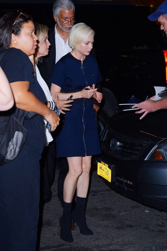 Michelle Williams - With fans outside the After the Wedding screening in New York