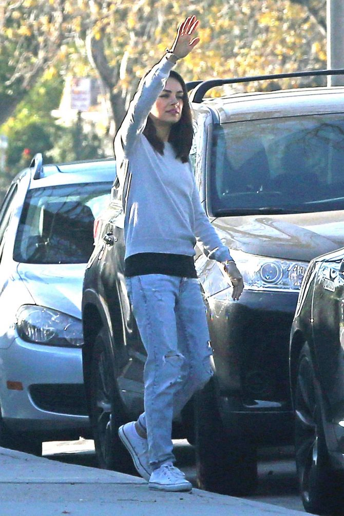 Mila Kunis and Ashton Kutcher: Out for a walk in Los Angeles -05