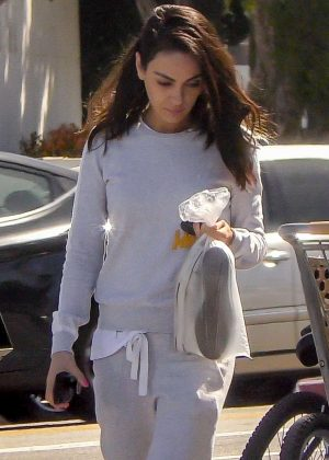 Mila Kunis - Arrives at nail salon in LA