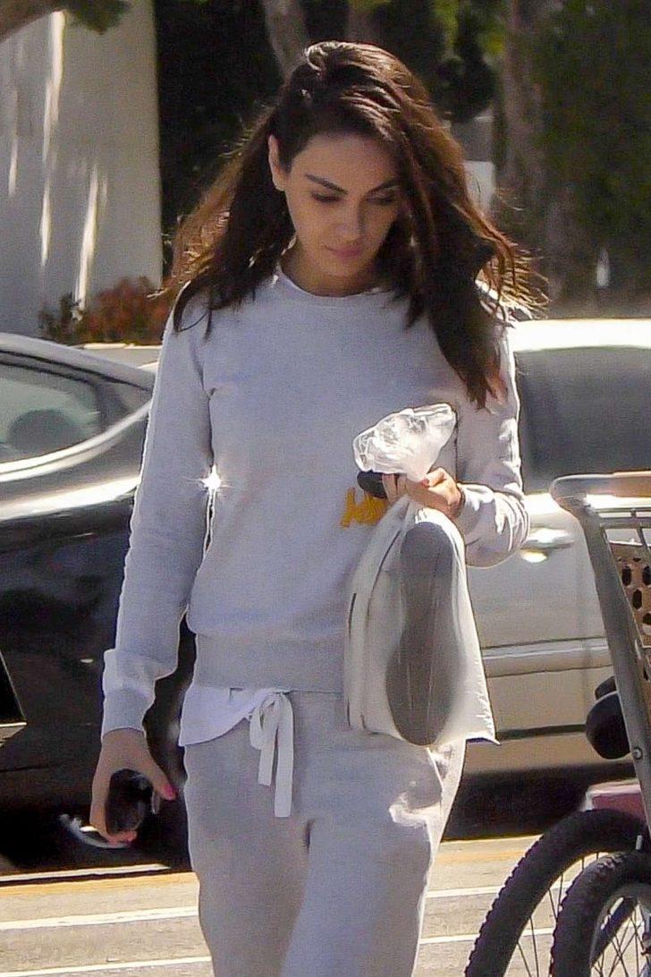 Mila Kunis - Arrives at nail salon in LA