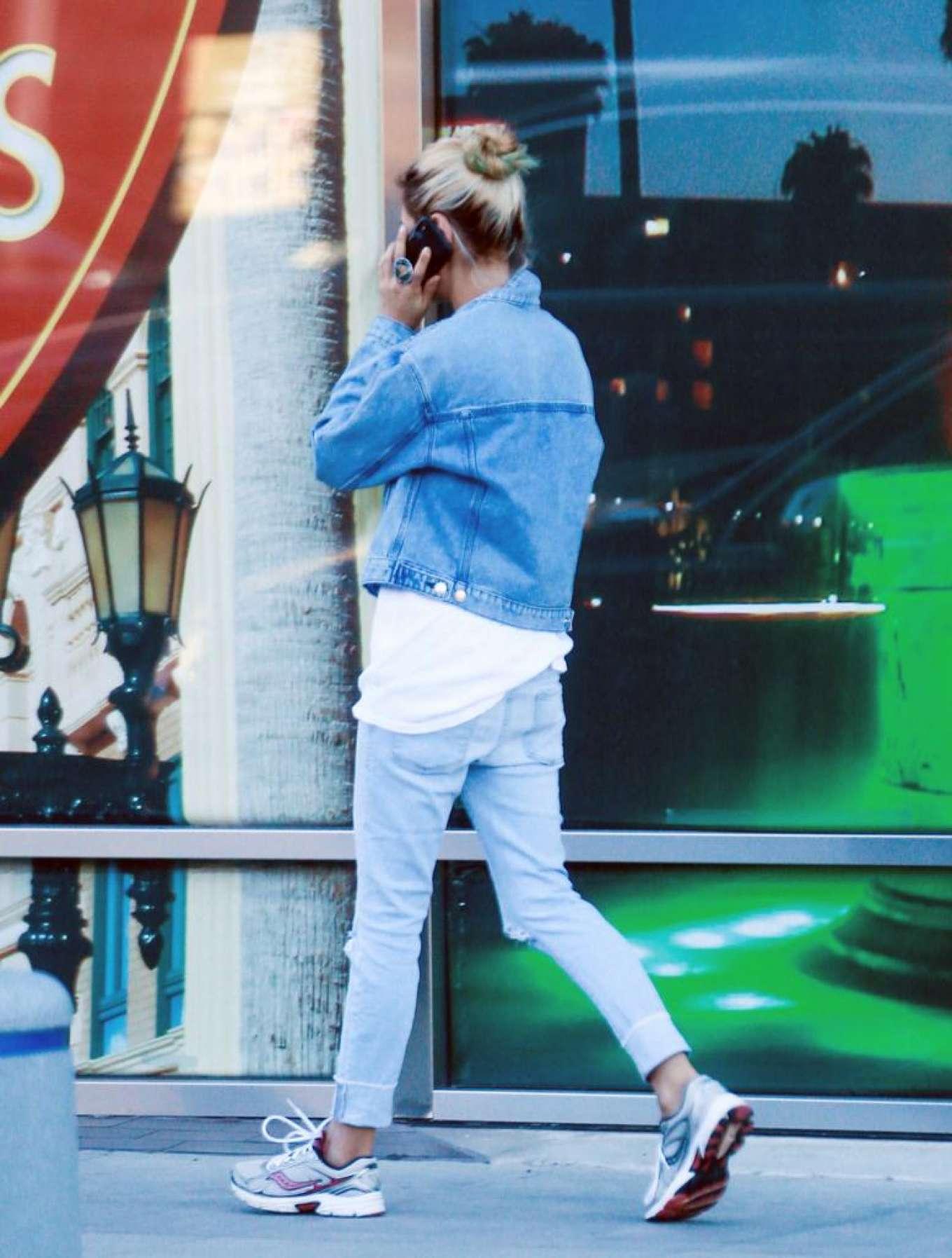Mila Kunis 2019 : Mila Kunis in Jeans – Out in Los Angeles-07