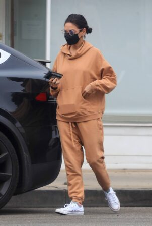 Mila Kunis - In sweats ahead of a pampering session in Beverly Hills