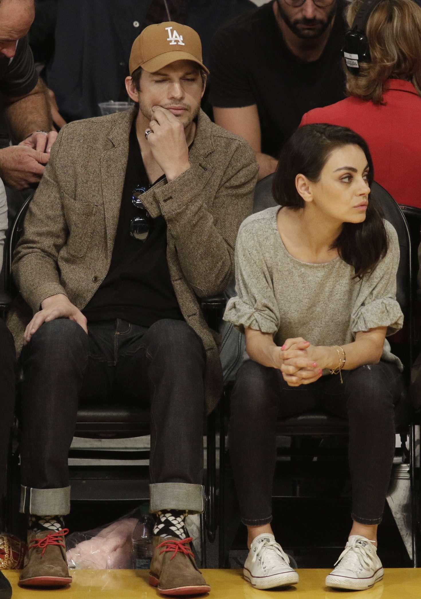 Mila Kunis – Los Angeles Lakers play the Philadelphia 76 ...