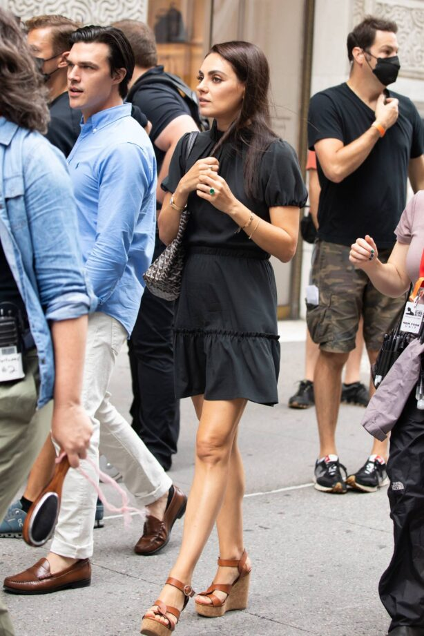 Mila Kunis - On set with The Luckiest Girl Alive in Midtown