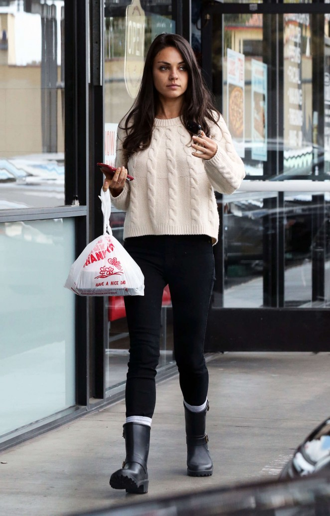 Mila Kunis out for Lunch in Los Angeles -05