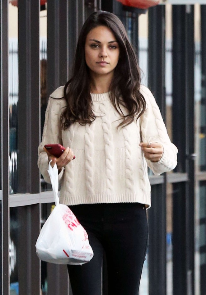 Mila Kunis out for Lunch in Los Angeles -16