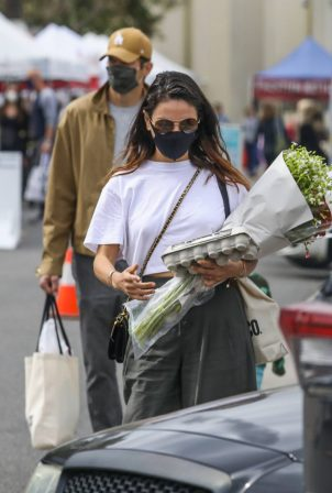 Mila Kunis - Shopping at the Farmers Market in Los Angeles