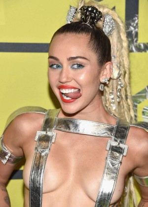 Miley Cyrus: 2015 MTV Video Music Awards -04