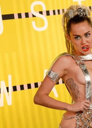 Miley Cyrus: 2015 MTV Video Music Awards -06