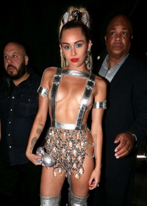 Miley Cyrus: 2015 MTV Video Music Awards -10
