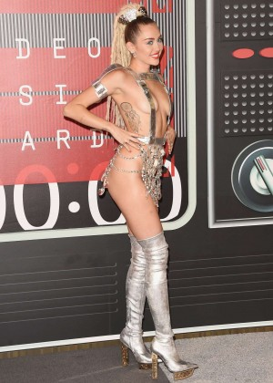 Miley Cyrus: 2015 MTV Video Music Awards -11