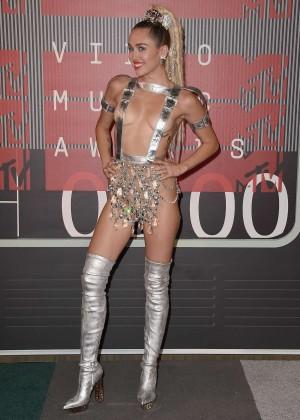 Miley Cyrus: 2015 MTV Video Music Awards -12