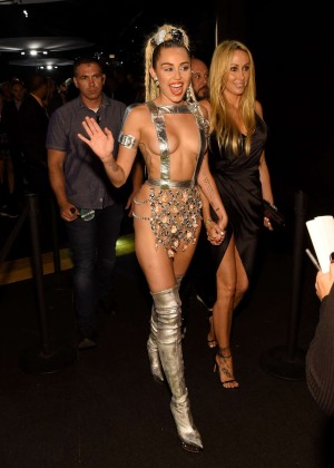 Miley Cyrus: 2015 MTV Video Music Awards -14
