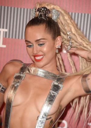 Miley Cyrus: 2015 MTV Video Music Awards -15
