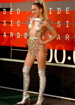 Miley Cyrus: 2015 MTV Video Music Awards -18