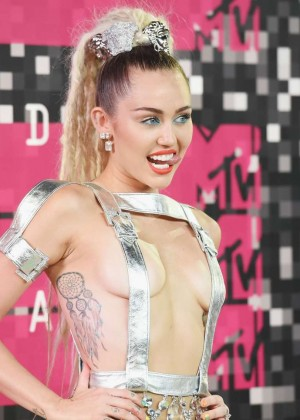 Miley Cyrus: 2015 MTV Video Music Awards -22