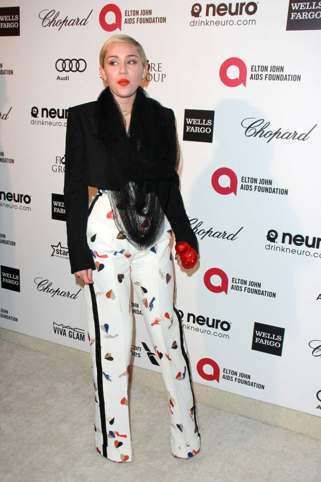 Miley Cyrus: 2015 Elton John AIDS Foundation Academy Awards Party -16