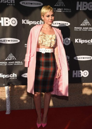 Miley Cyrus: 20156 Rock And Roll Hall Of Fame Induction Ceremony -01