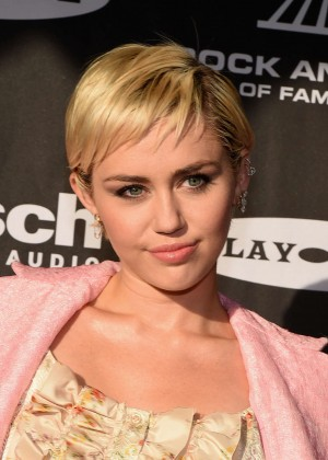 Miley Cyrus: 20156 Rock And Roll Hall Of Fame Induction Ceremony -08