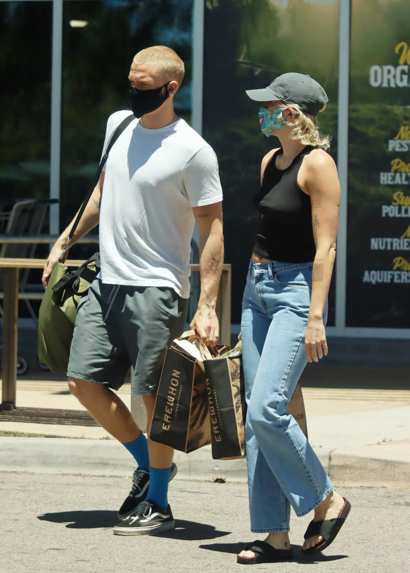 Miley Cyrus 2020 : Miley Cyrus and boyfriend Cody Simpson – Shopping in Calabasas-08