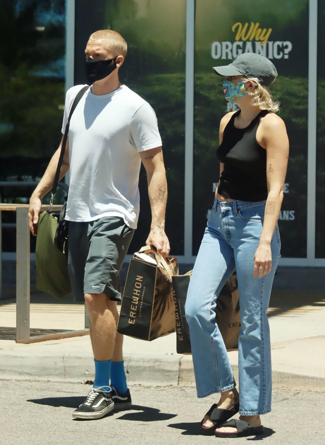 Miley Cyrus and boyfriend Cody Simpson - Shopping in Calabasas