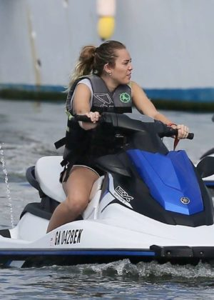 Miley Cyrus and Liam Hemsworth on Tybee Island in Georgia ...