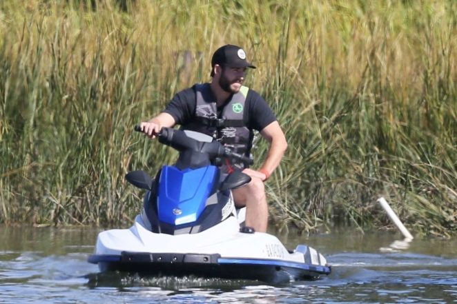 Miley Cyrus and Liam Hemsworth on Tybee Island -32 | GotCeleb