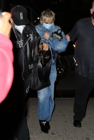 Miley Cyrus - Arriving at the Bowery in New York