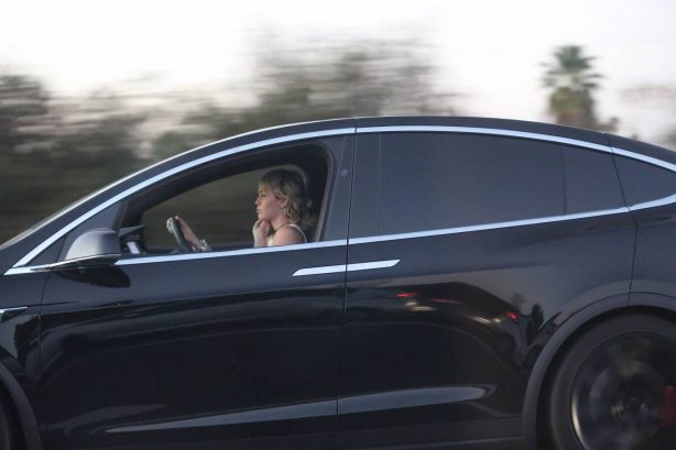 Miley Cyrus - Driving around in Los Angeles