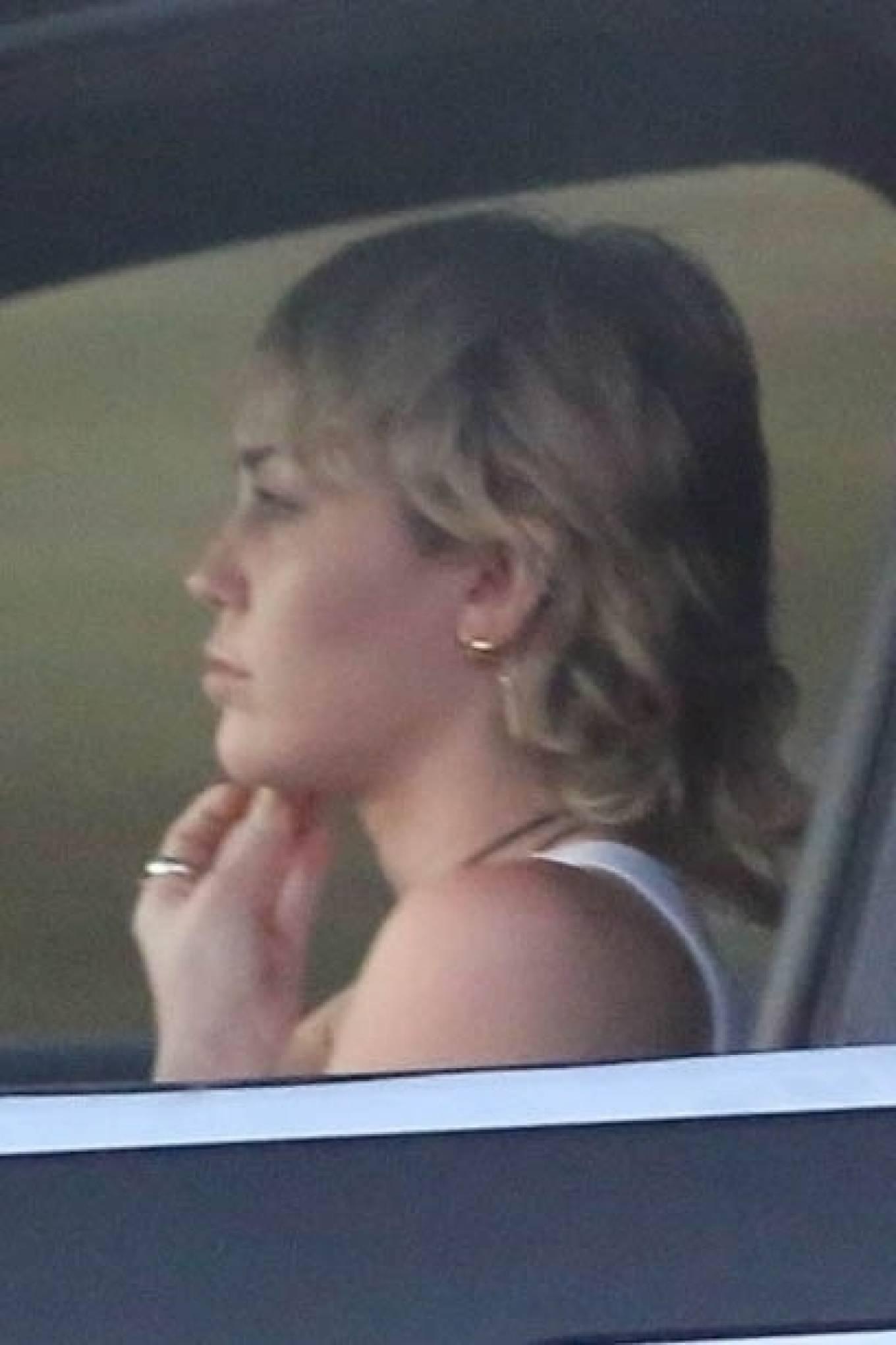 Miley Cyrus 2020 : Miley Cyrus – Driving around in Los Angeles-04