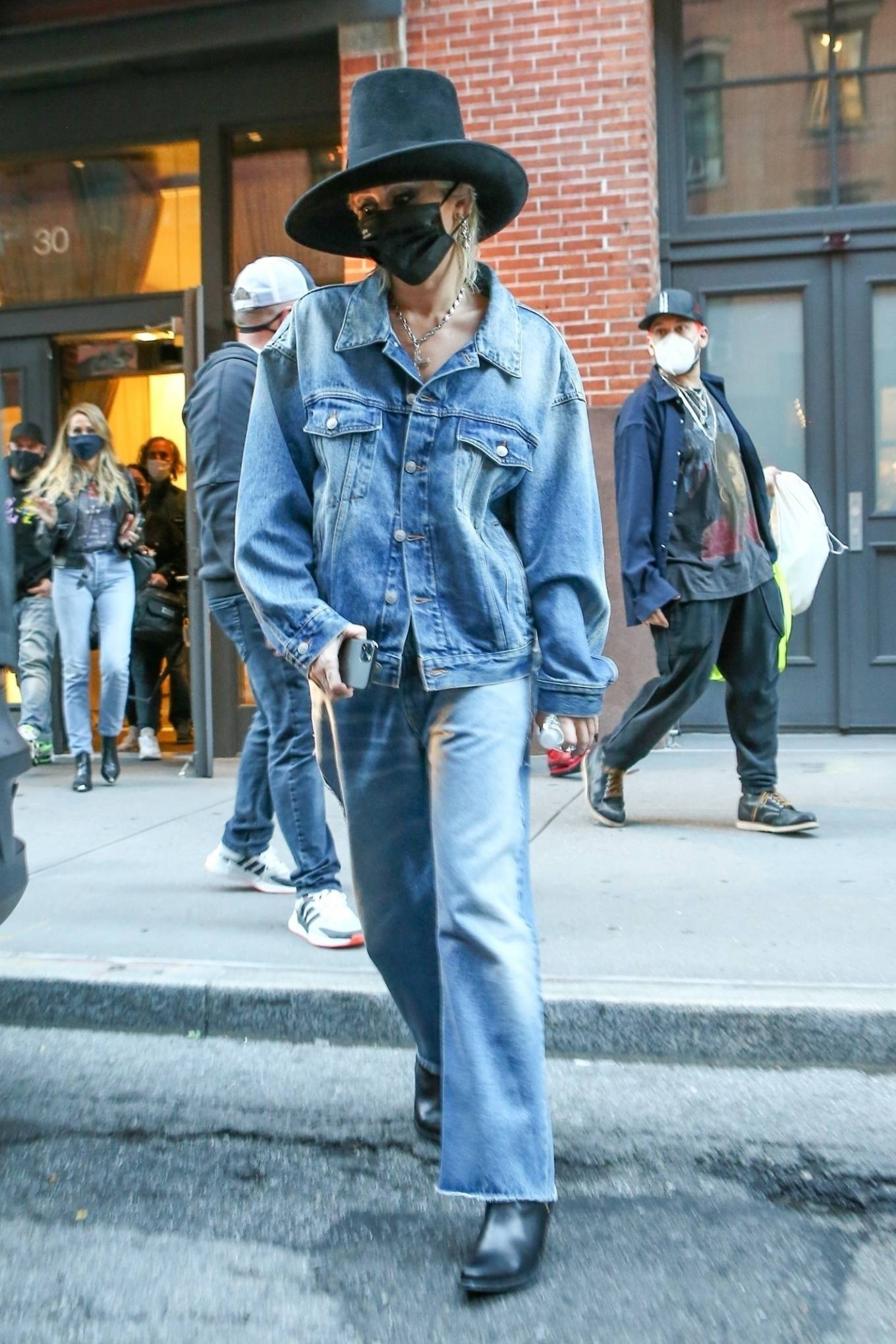 Miley Cyrus - Exits a building in New York