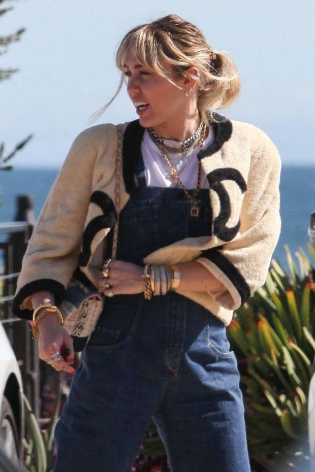 Miley Cyrus - Have lunch at Nobu in Malibu