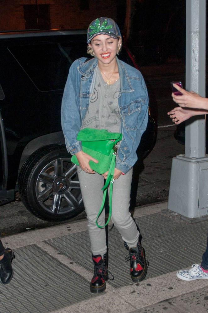 Miley Cyrus - Heading to the studio in NYC