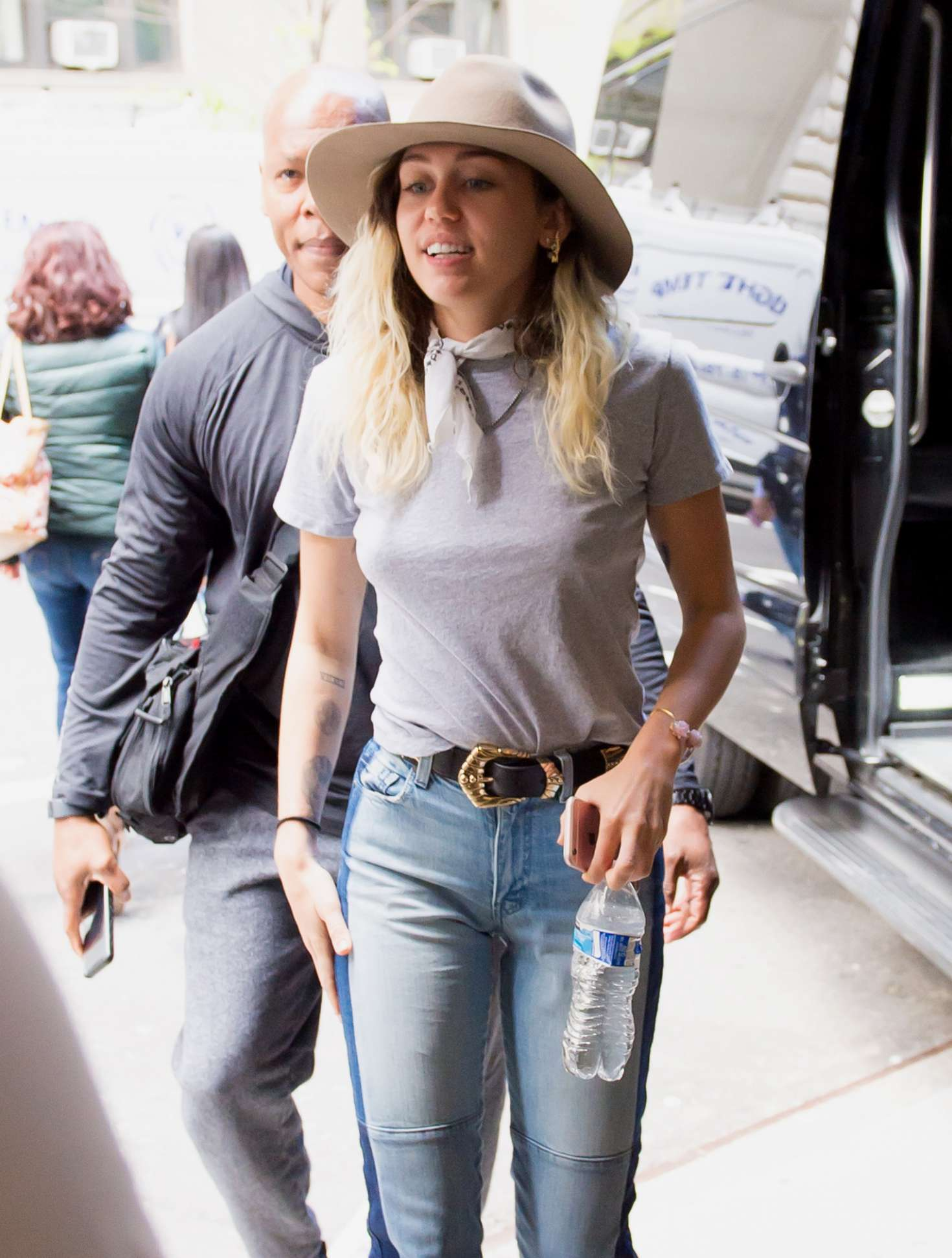 Miley Cyrus In Jeans 17 Gotceleb