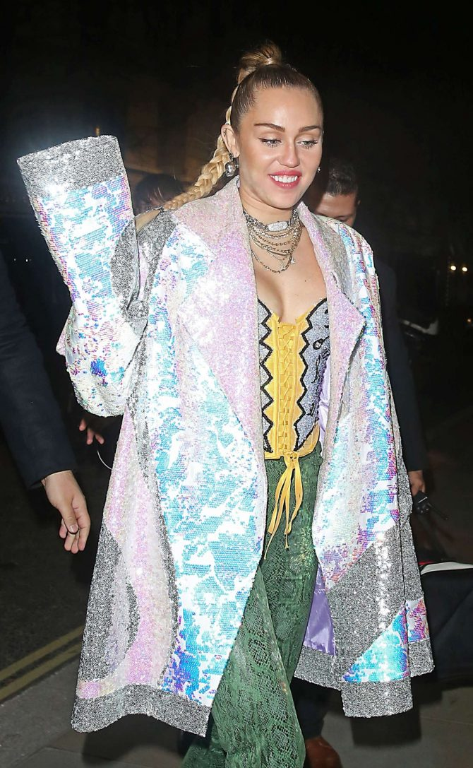 Miley Cyrus - Leaves the Boardline Club in London