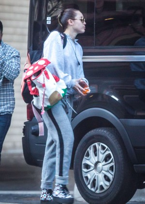 Miley Cyrus - Leaving her New York Apartment
