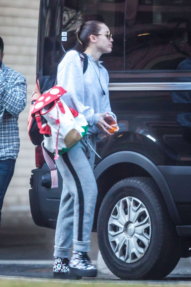 Miley Cyrus – Leaving her New York Apartment