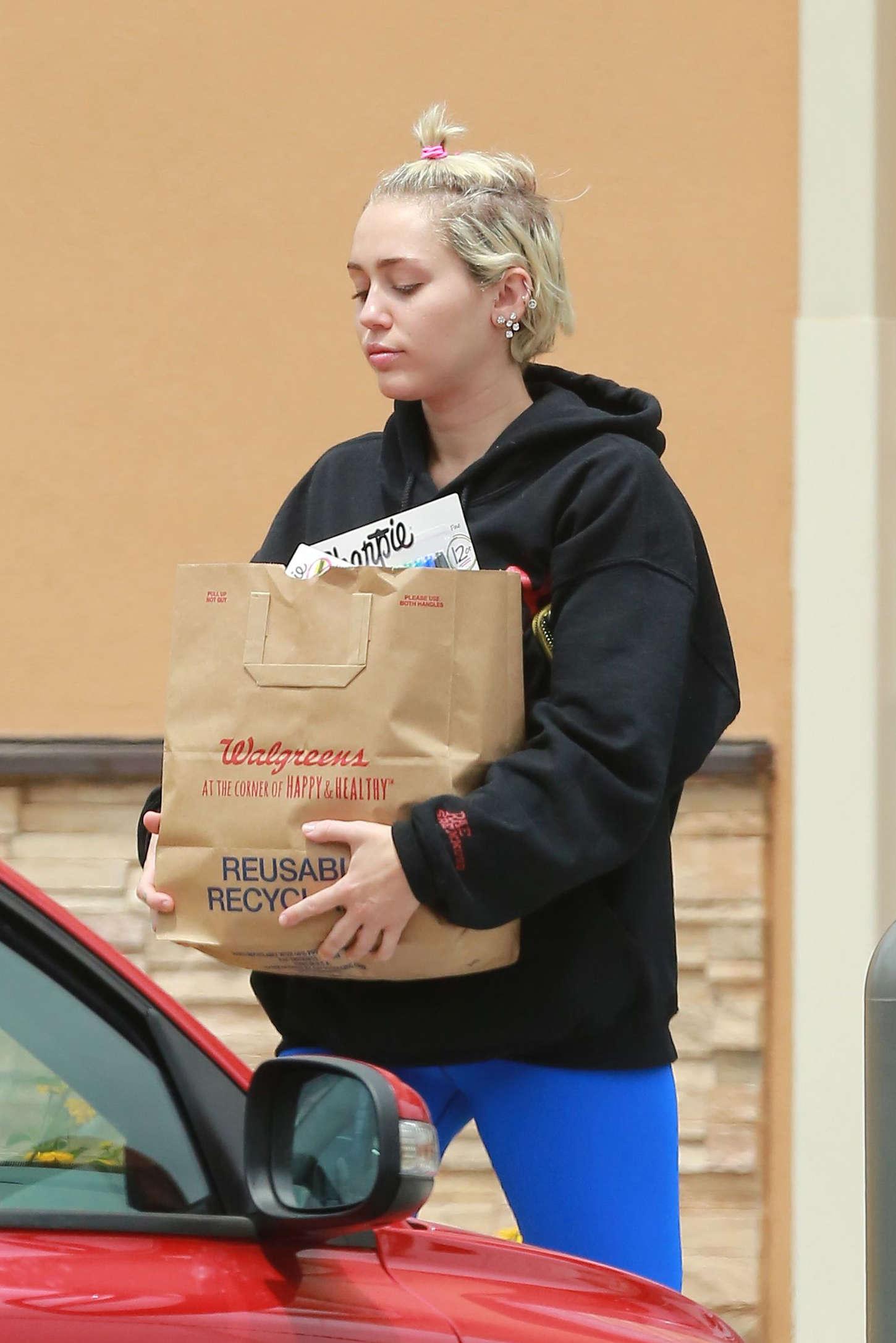Miley Cyrus 2015 : Miley Cyrus in Blue Leggings -18