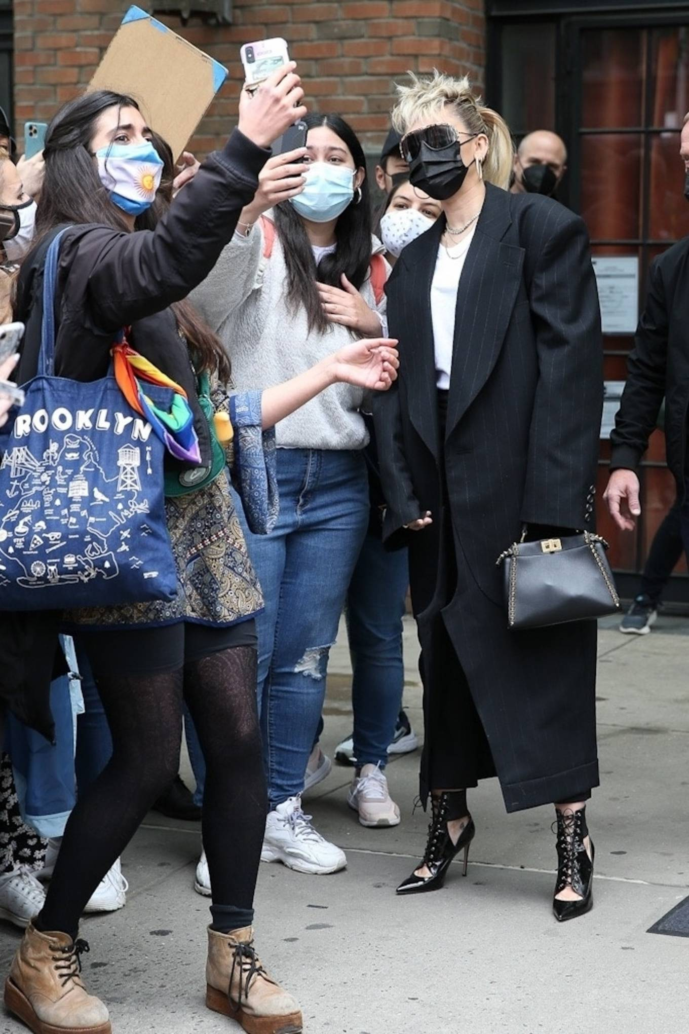 Miley Cyrus 2021 : Miley Cyrus – Meets her fans outside of Bowery Hotel in New York-01