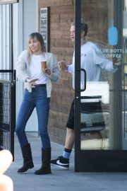 Miley Cyrus - Out for a coffee at Blue Bottle Coffee in Studio City