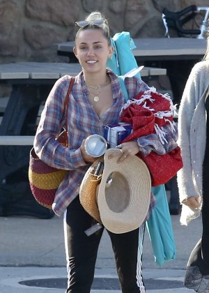 Miley Cyrus out for shopping at Pavilions in Malibu