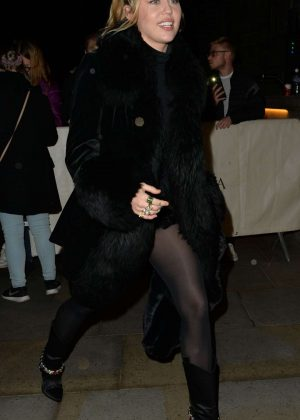 Miley Cyrus - Out In London